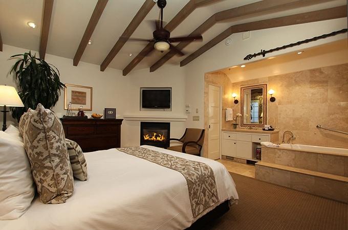 Cypress Inn - celeb hotels
