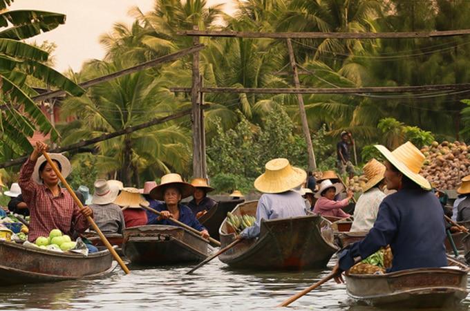 The floating markets at Amphawa, Thailand