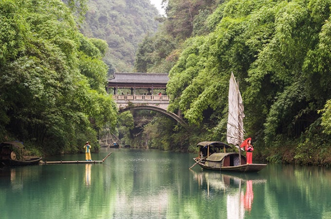 Choose from 40 tours for your Singapore Stopover, including the 14-day Majestic Yangtze