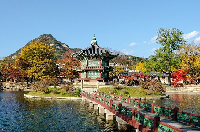 Stop by the Gyeongbokgung Palace in Seoul on your South Korean sojourn with Wendy Wu Tours