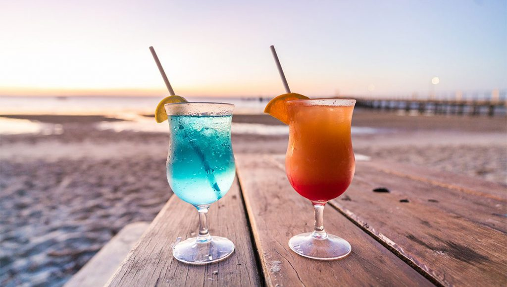 Sunset cocktails in paradise? Ah, yes please. Photo Kingfisher Bay Resort